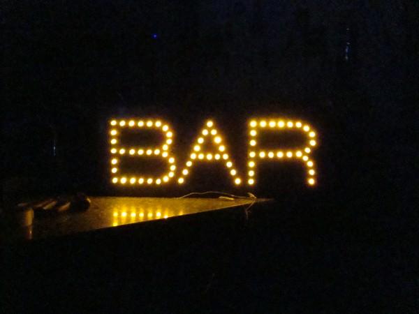 Bar no escuro
